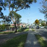 Walking alongside Berowra Waters Rd (332318)